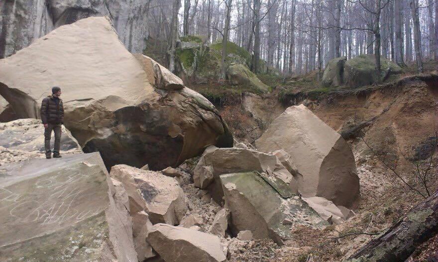 Обвал скелі Довбуша